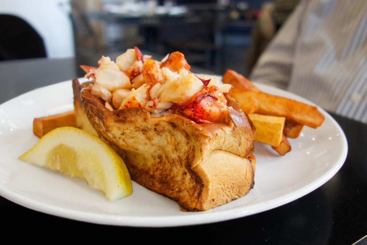 yankee lobster lobster roll